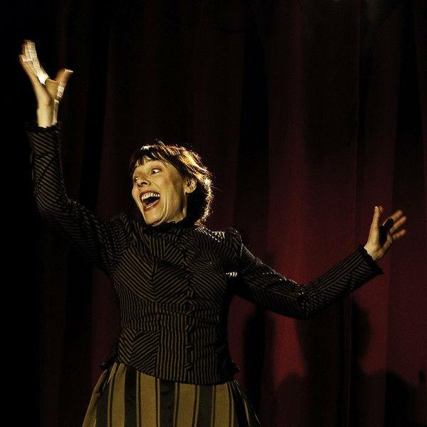 Ni Beaux Ni Menteurs/Danielle Rochard est Miss Doc Mama
