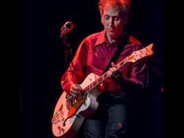 Au dessous du volcan/Daniel Larbaud à la guitare