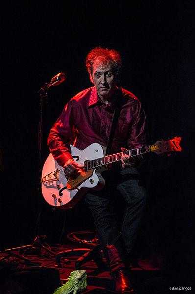Au dessous du volcan/Daniel Larbaud guitare et mimique